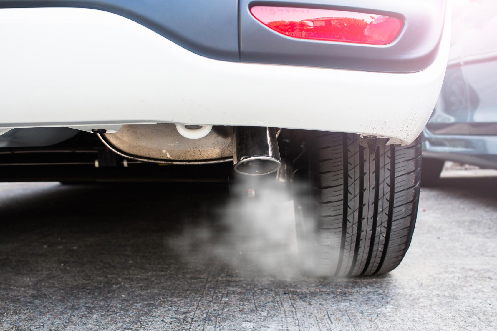 gaz d'échappement voiture - Hesion Gaz
